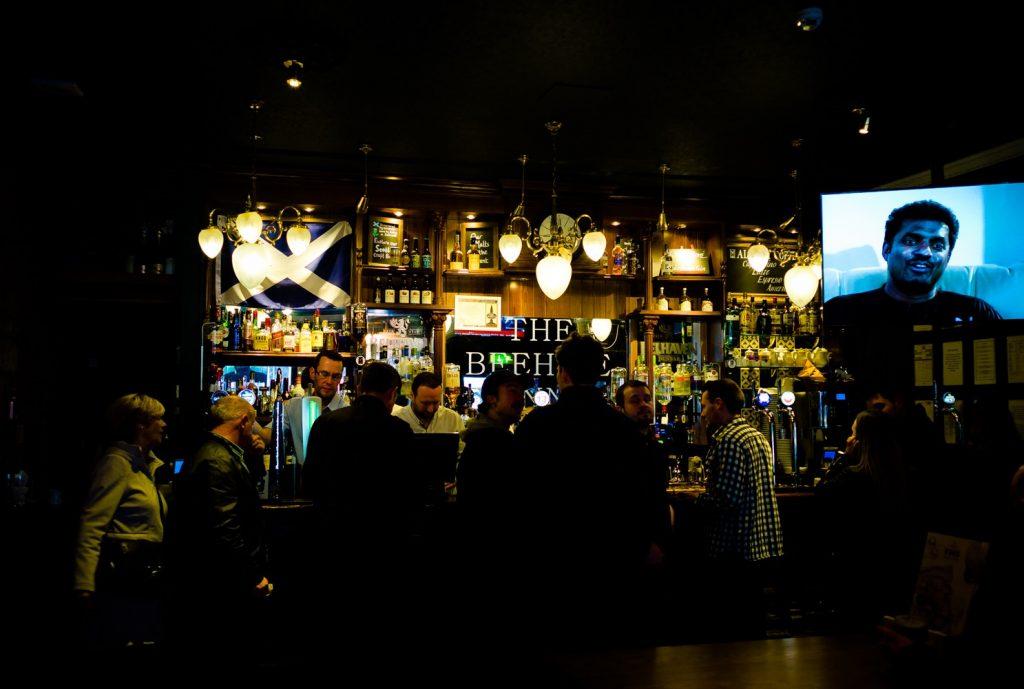 unserer Erster Pub nach Ankunft