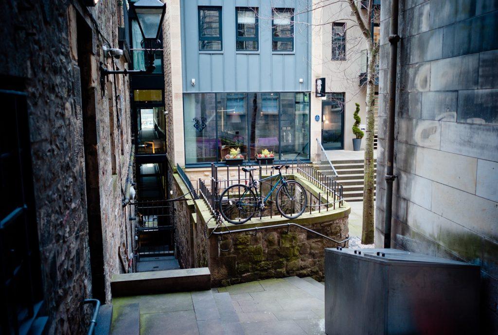 Ein Hinterhof in Edinburgh