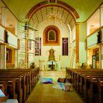 Dorfkirche. Die natürlich von der Gemeinde gepflegt wird.